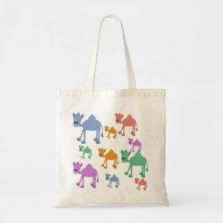 虹のラクダのバッグ トートバッグ