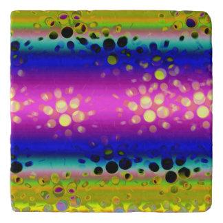 虹の万華鏡のように千変万化するパターンの点々のあるな破烈パターン トリベット
