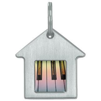 虹の上敷が付いている電気キーボード ペットネームタグ