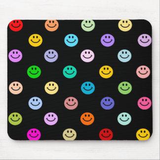 虹の多彩なスマイリーフェイスパターン マウスパッド