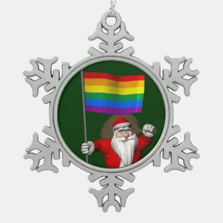 虹の旗を持つ誇り高いサンタクロース スノーフレークピューターオーナメント