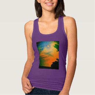 虹の日没のTシャツの女性 タンクトップ