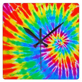 虹の螺線形の絞り染めの時計 スクエア壁時計