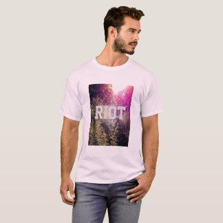 虹のForrestの男性基本的なTシャツとの暴動 Tシャツ