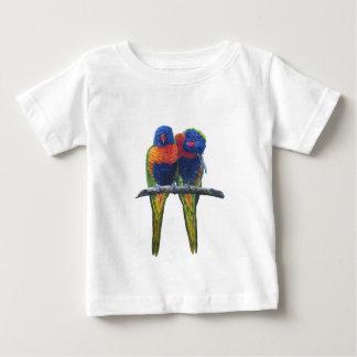虹のLorikeetsのカラフルなオウム ベビーTシャツ