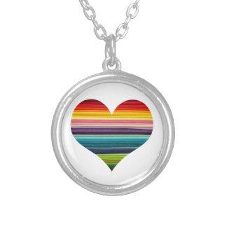 虹のStripeyの多彩のハート シルバープレートネックレス