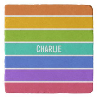 虹はカスタムなモノグラムの石のtrivetsを着色します トリベット