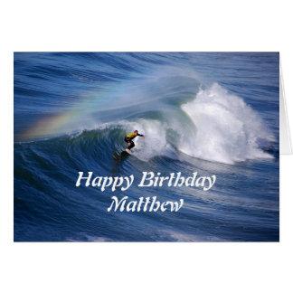虹を持つMatthewのハッピーバースデーのサーファー グリーティングカード