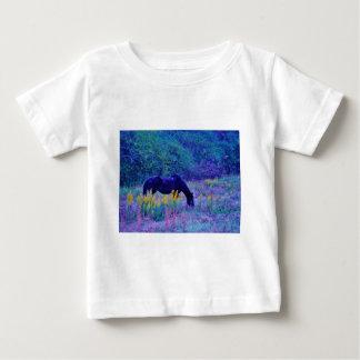 虹分野の紫色の馬 ベビーTシャツ