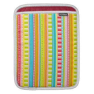 虹色のストライプのお祝い iPadスリーブ