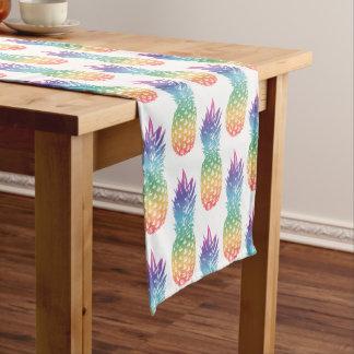虹色の熱帯パイナップルフルーツパターン ショートテーブルランナー
