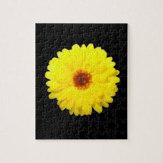 蛍光黄色いマリーゴールドのパズル ジグソーパズル