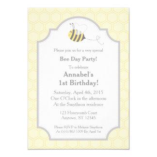 蜂のパーティは蜜蜂の巣の招待状をブンブンいう音 12.7 X 17.8 インビテーションカード