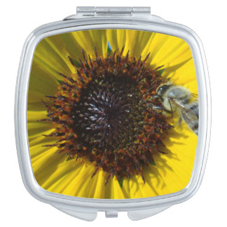 蜂及びヒマワリの写真のコンパクト