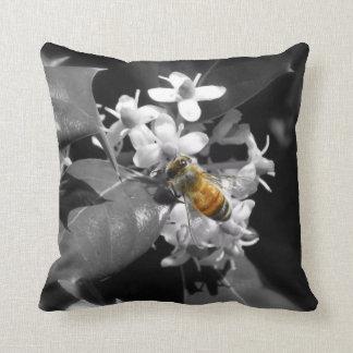 蜂蜜の蜂及びヒイラギの装飾用クッション クッション