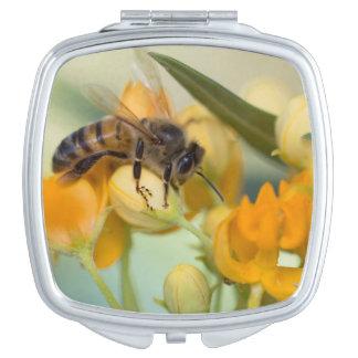 蜂蜜の蜂及び花のファッションのコンパクトの鏡