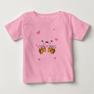 蜂鉱山のピンクの乳児のTシャツ ベビーTシャツ