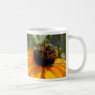 """""""蜂""""はマグを飛ばすことができません コーヒーマグカップ"""