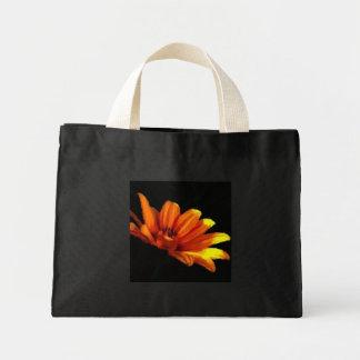 蜜柑のオレンジ花のマクロ小さい黒 ミニトートバッグ