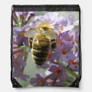 蜜蜂およびBuddleiaの花のバックパック ナップサック