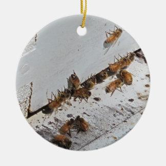 蜜蜂のはちの巣の入口 セラミックオーナメント