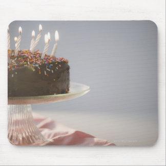 蝋燭が付いているチョコレートお誕生日ケーキの閉めて下さい マウスパッド