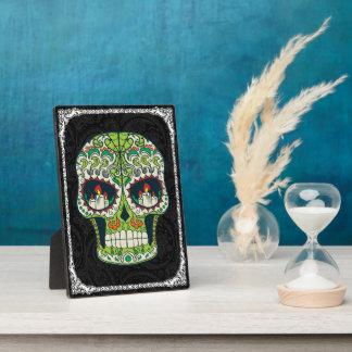 蝋燭は入れ墨のメキシコ砂糖のスカルを注目します フォトプラーク