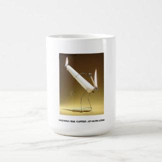 """""""蝋燭を""""両端に燃やして襲って下さい コーヒーマグカップ"""
