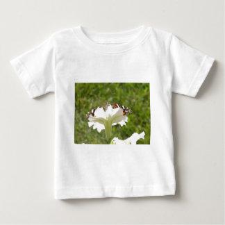 蝶およびペチュニア ベビーTシャツ