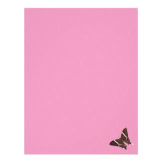 蝶が付いているピンクレターヘッド レターヘッド