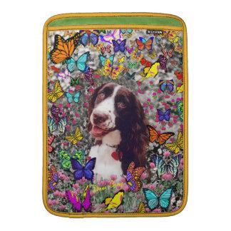 蝶の女性-ブリッタニースパニエル犬犬 MacBook スリーブ