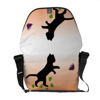 蝶を持つ猫 メッセンジャーバッグ