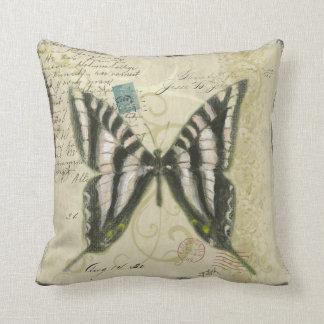 蝶コラージュの枕 クッション