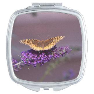 蝶コンパクトの鏡
