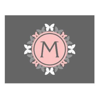 蝶リースのモノグラムの白いバラのピンクの灰色 ポストカード