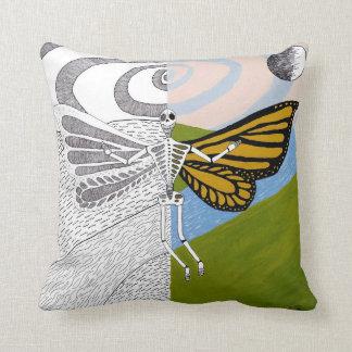 蝶翼の死 クッション