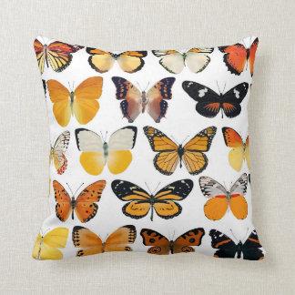 蝶装飾的な枕 クッション