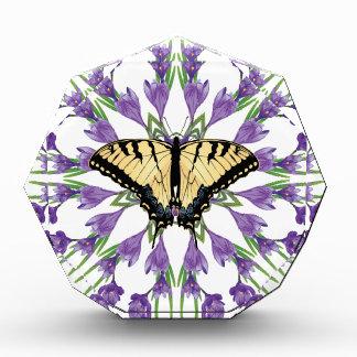 蝶3を持つ草のクロッカス 表彰盾