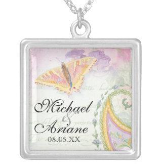 蝶nペイズリー結婚式か記念日 シルバープレートネックレス