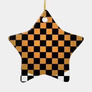 融合のチェッカーボードの金ゴールドの白く黒くモダンなレトロ セラミックオーナメント