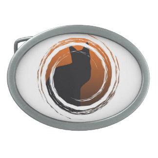 螺線形のデザインのハロウィンの黒猫 卵形バックル