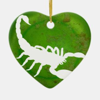 蠍の緑の背景プロダクト セラミックオーナメント