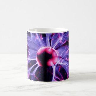 血しょうランプからの紫色の電気Eminating コーヒーマグカップ