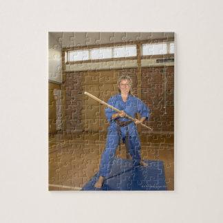 行っている女性は微笑する空手ケンKai ジグソーパズル