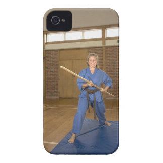 行っている女性は微笑する空手ケンKai Case-Mate iPhone 4 ケース