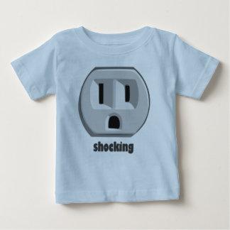 衝撃的な電気の壁コンセント ベビーTシャツ