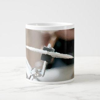 衝突のシンバルの絵画的なdrumsetの側面図 ジャンボコーヒーマグカップ