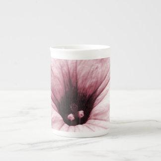 衰退した紫色の花のマクロ写真 ボーンチャイナカップ