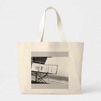 袋に入れるのをサーファーのビーチが見ます ラージトートバッグ