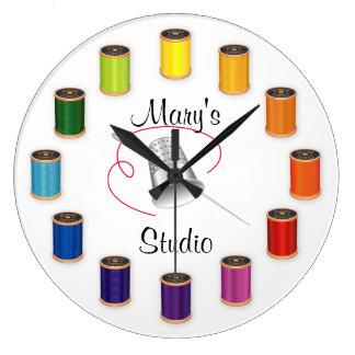 裁縫の指ぬき、針および糸 ラージ壁時計